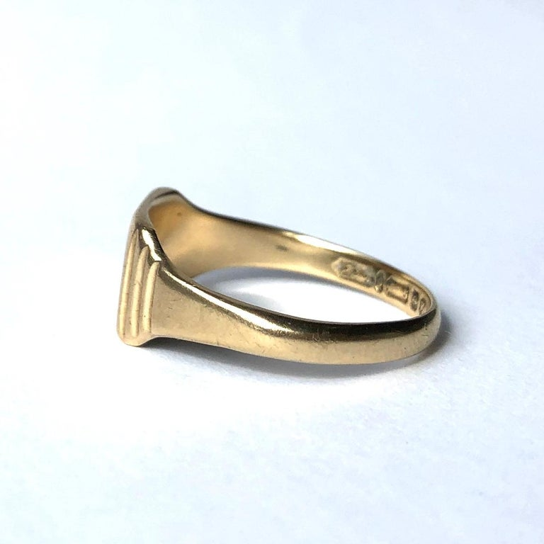 This signet ring has a face with the initials IM engraved into it. Either side of the face is step detail. Made in Birmingham, England.   Ring Size: O 1/2 or 7 1/2 Face Dimensions: 8.5x10mm   Weight: 2.83g