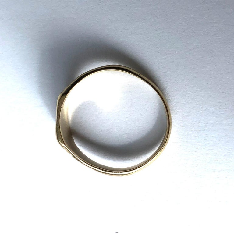 Vintage 9 Carat Gold Signet Ring In Good Condition For Sale In Chipping Campden, GB