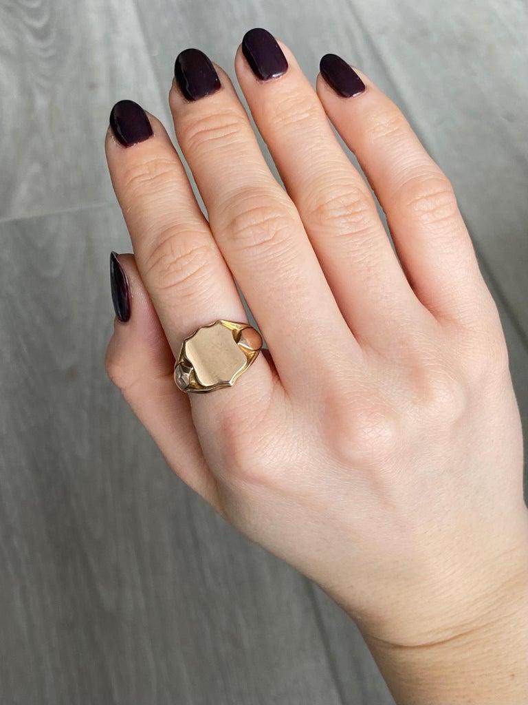 Women's or Men's Vintage 9 Carat Gold Signet Ring For Sale