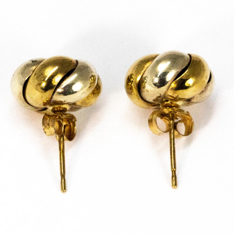 Vintage 9 Carat Yellow and White Gold Knot Detail Stud Earrings In Good Condition In Chipping Campden, GB