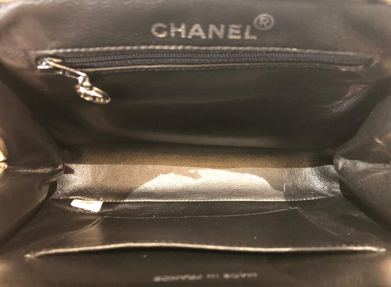 Vintage 90s Chanel Classic Black Quilted Patent Handbag For Sale 3