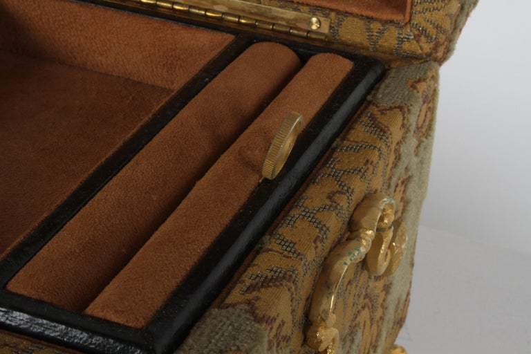 Vintage A. Antinori Roma Italy Jacquard Velvet Jewelry Box Casket Storage Chest In Excellent Condition For Sale In St. Louis, MO