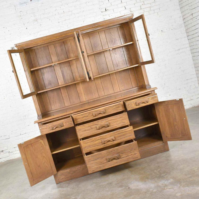 Vintage A. Brandt Ranch Oak Sideboard China Hutch Cabinet Western Rustic In Good Condition For Sale In Topeka, KS