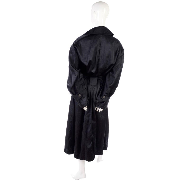 Vintage Alaia Paris Regenmantel der 1990er Jahre schwarzer Trenchcoat 14