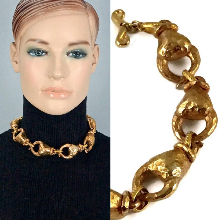 Vintage ALEXIS LAHELLEC PARIS Hammered Claw Choker Necklace  Measurements: Height: 1.10 inches (2.8 cm) Length: 16.33 inches (41.5 cm)  Features: - 100% Authentic ALEXIS LAHELLEC PARIS. - 3 dimensional hammered claw link choker necklace. - Gold