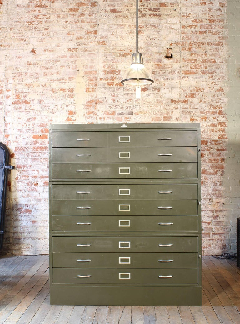 Vintage All-Steel Flat File Storage Cabinet In Good Condition For Sale In Oakville, CT