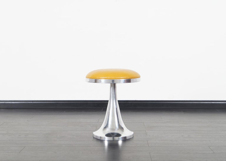 Vintage Aluminum Stools In Excellent Condition For Sale In Burbank, CA