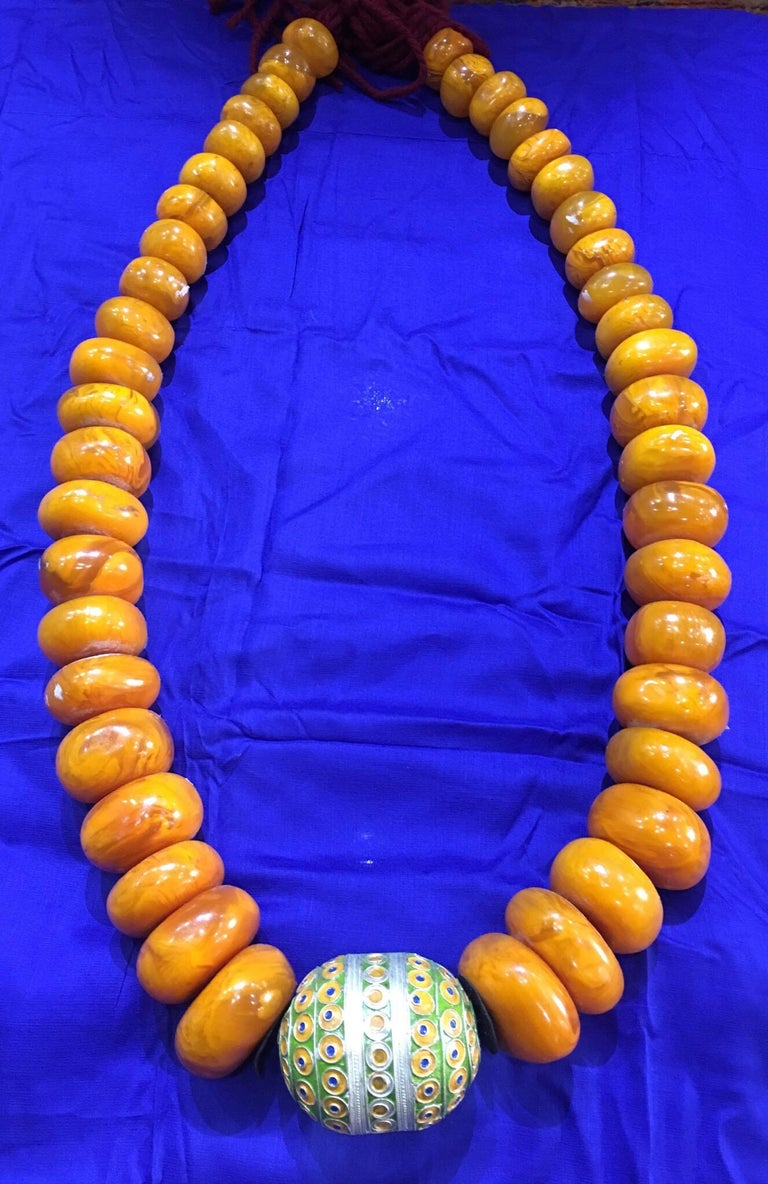 1960s Amber Copal Moroccan Statement Necklace, Large Silver Enamel Egg Bead For Sale 1