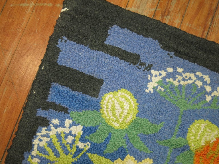 Vintage American Hooked Mat Size Rug In Excellent Condition For Sale In New York, NY