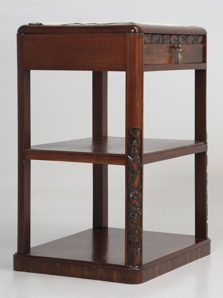 Machine-Made Vintage American Mahogany End Table, Nightstand or Side Table, Restored For Sale