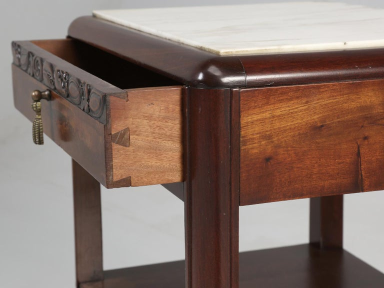 Vintage American Mahogany End Table, Nightstand or Side Table, Restored For Sale 3