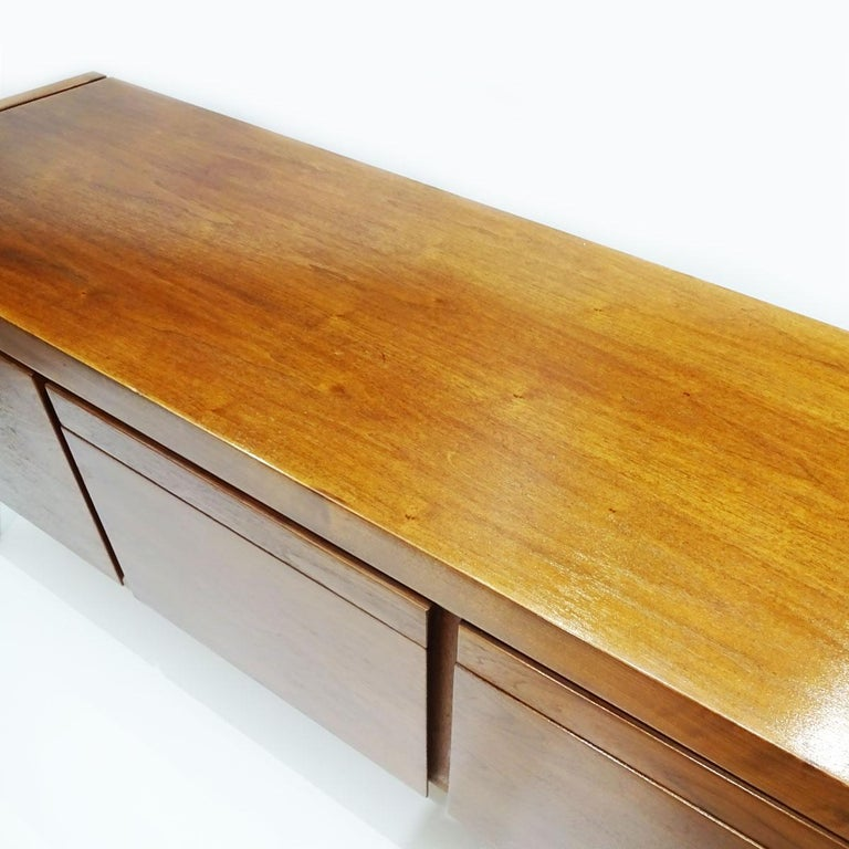 Vintage American Midcentury Jens Risom Walnut Office Bureau, Sideboard Credenza In Good Condition For Sale In Highclere, Newbury