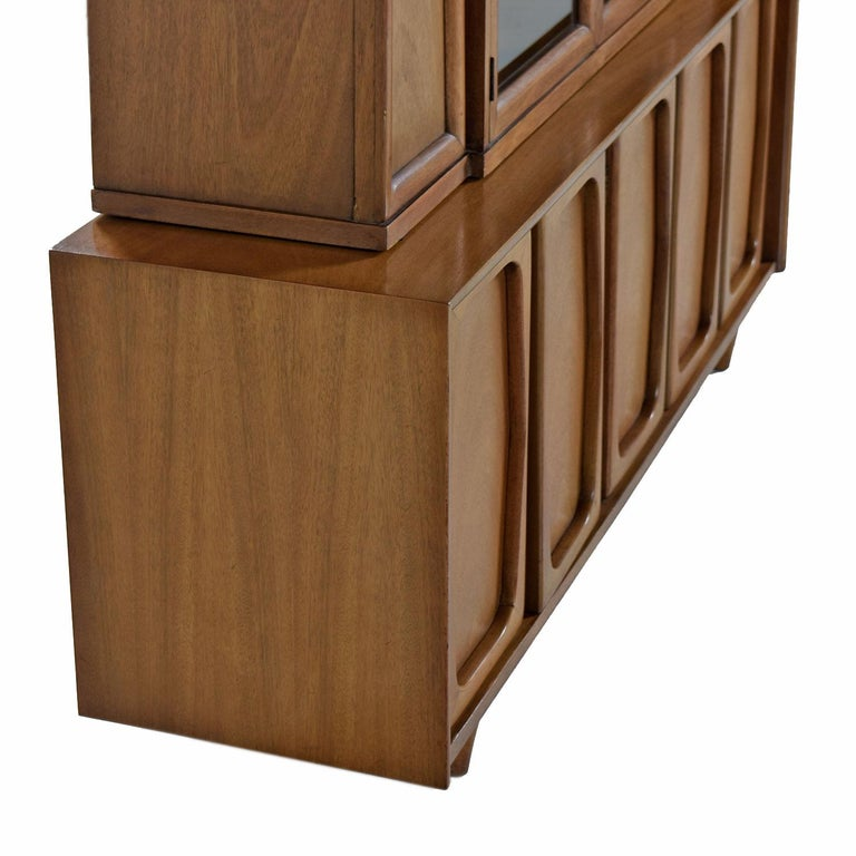 Vintage American of Martinsville Masonic Deco Modern Walnut China Hutch Cabinet In Good Condition For Sale In Saint Petersburg, FL