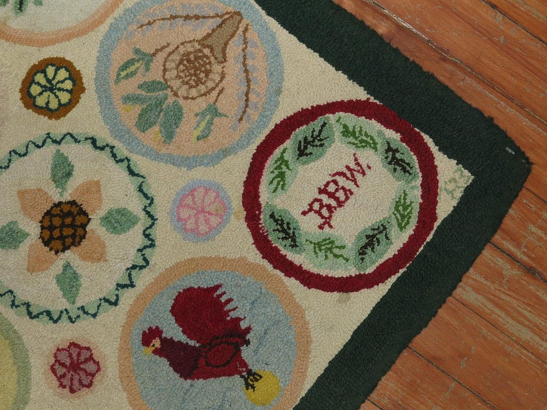 Vintage American Pictorial Hooked Mat Size Rug In Excellent Condition For Sale In New York, NY