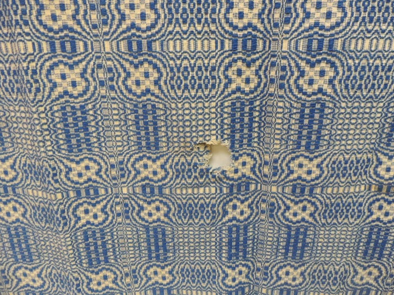 Vintage Americana Style Blue and White Woven Coverlet In Good Condition For Sale In Fort Lauderdale, FL