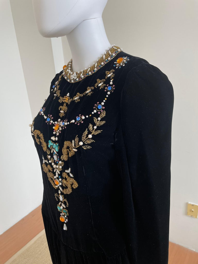 Vintage and Rare Oscar de la Renta Gown with Jeweled Neckline In Good Condition For Sale In Brooklyn, NY