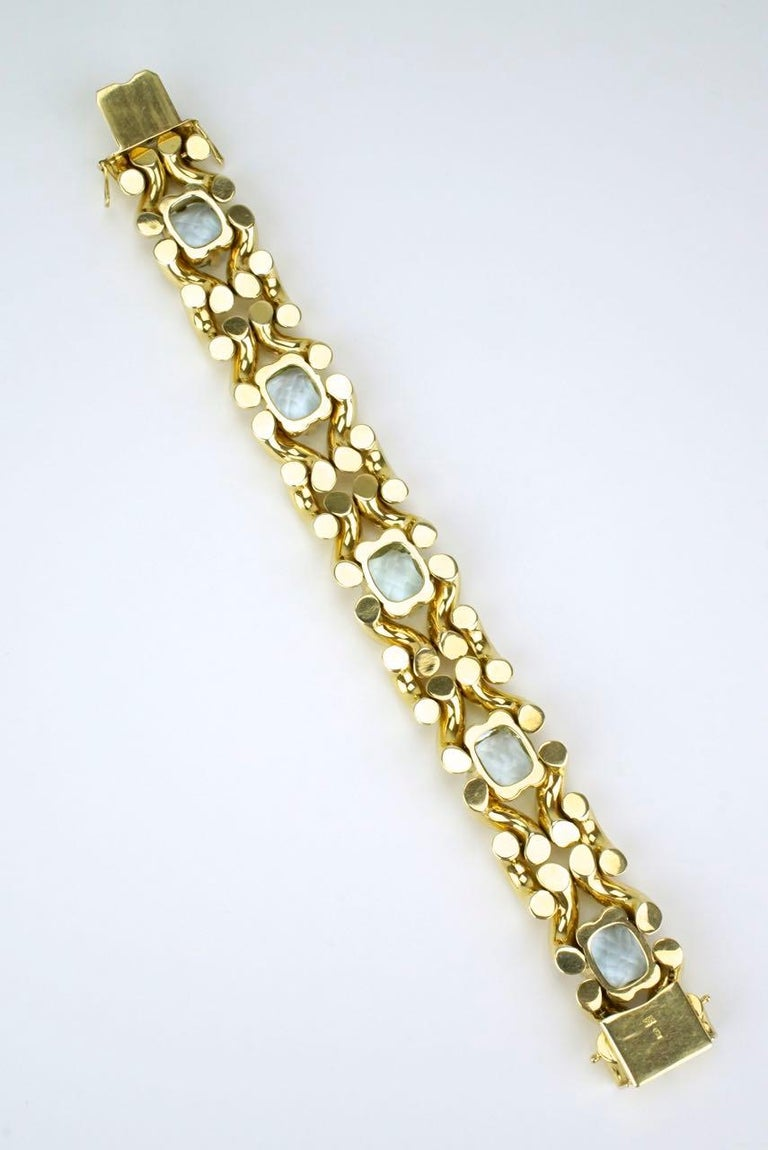 Cushion Cut Vintage Aquamarine and 14 Karat Yellow Gold Fancy Link Knot Bracelet, 1960s For Sale
