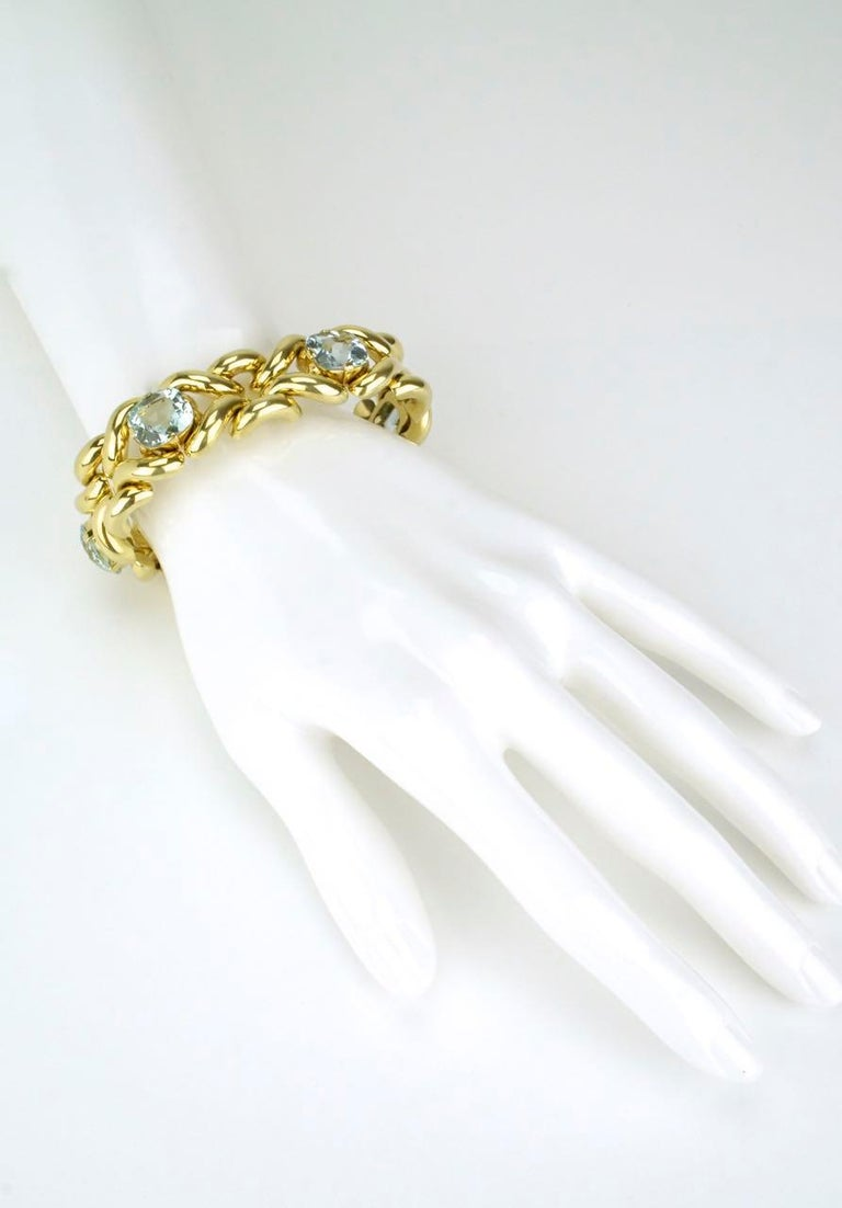 Vintage Aquamarine and 14 Karat Yellow Gold Fancy Link Knot Bracelet, 1960s For Sale 1