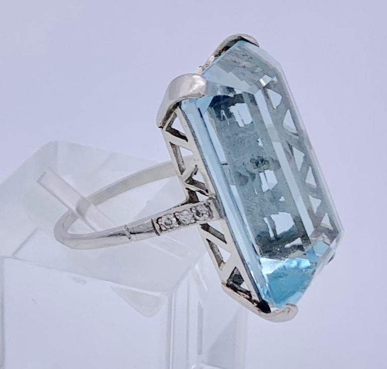 Vintage Aquamarine Diamond White Gold Cocktail Ring In Excellent Condition For Sale In Munich, Bavaria