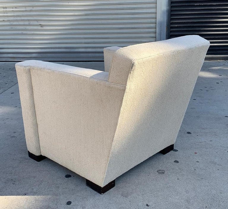 Beautiful armchair designed and manufactured in the USA by HBF, the chair has beautiful architectural lines, very comfortable and very well made.