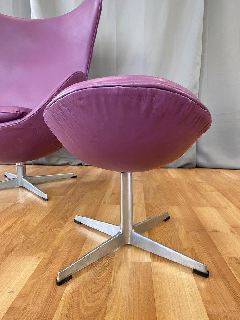 Vintage Arne Jacobsen for Fritz Hansen Leather Egg Chair & Footstool Set, 1960s For Sale 6