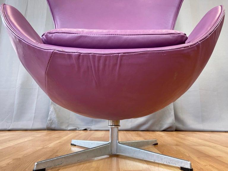 Vintage Arne Jacobsen for Fritz Hansen Leather Egg Chair & Footstool Set, 1960s For Sale 10