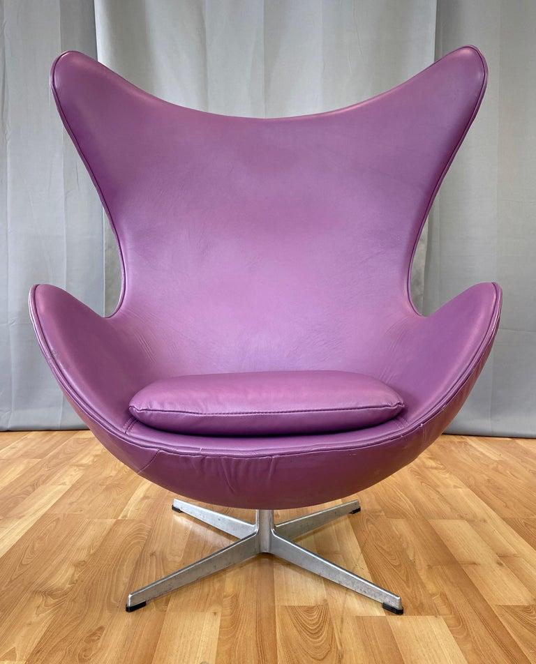 Danish Vintage Arne Jacobsen for Fritz Hansen Leather Egg Chair & Footstool Set, 1960s For Sale