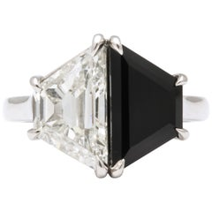 Vintage Art Deco Design 2.75 Carat Trapezoid Diamond and Onyx Platinum Ring