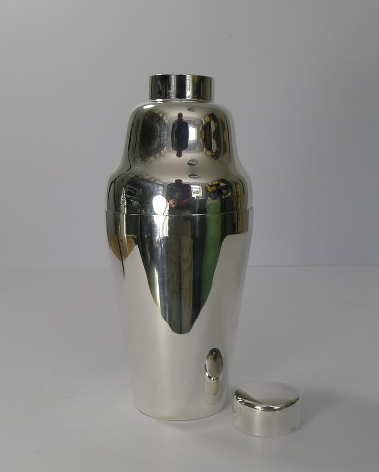 Vintage Art Deco German Cocktail Shaker, circa 1930, Carl Deffner For Sale 2