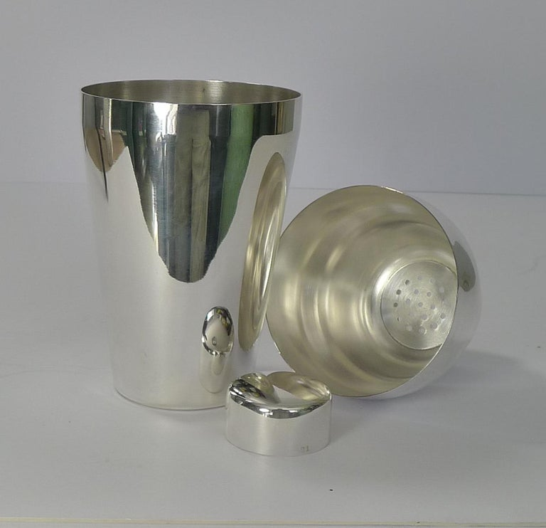 Vintage Art Deco German Cocktail Shaker, circa 1930, Carl Deffner For Sale 4