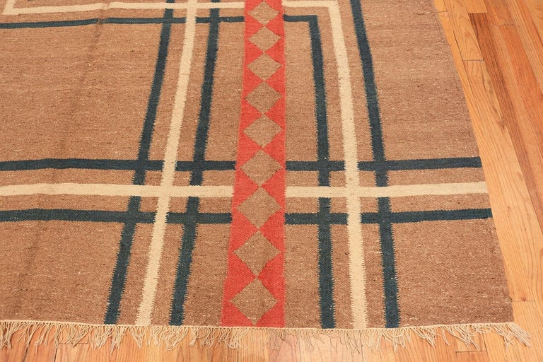 Hand-Woven Vintage Art Deco Kilim from India. Size: 9 ft x 11 ft 8 in (2.74 m x 3.56 m) For Sale