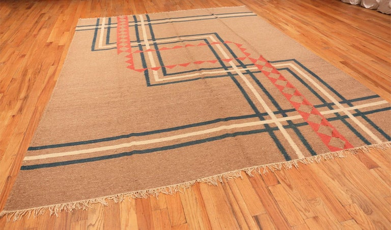 Vintage Art Deco Kilim from India. Size: 9 ft x 11 ft 8 in (2.74 m x 3.56 m) In Excellent Condition For Sale In New York, NY