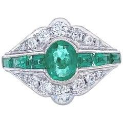 Vintage Art Deco Style Emerald Diamond 18 Karat White Gold Ring