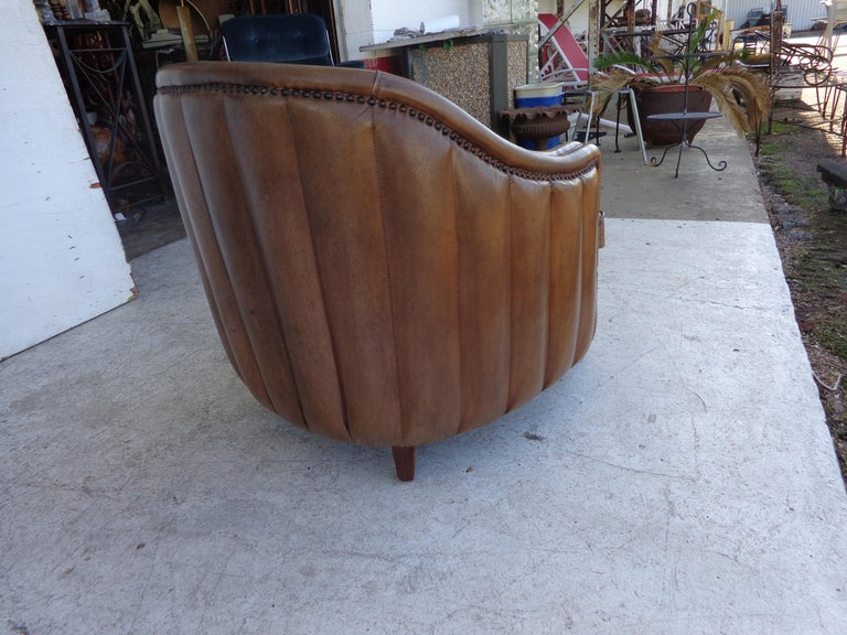 Vintage Art Deco Style Barrel Club Chair In Good Condition For Sale In Pasadena, TX