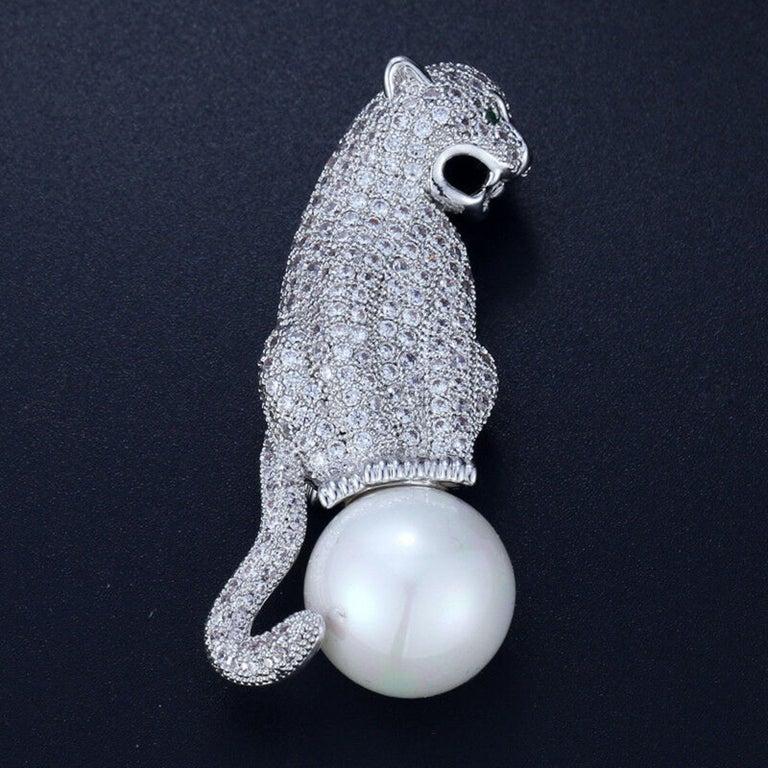 Women's or Men's Art Deco Style Diamanté Jaguar Panther Pearl Brooch Pin  For Sale