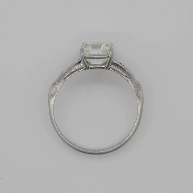Vintage Asscher Cut Diamond Platinum Engagement Ring In Excellent Condition For Sale In Beverly Hills, CA