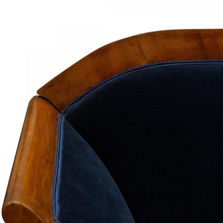 Vintage Austrian Biedermeier Blue Velvet Settee In Good Condition For Sale In New York, NY