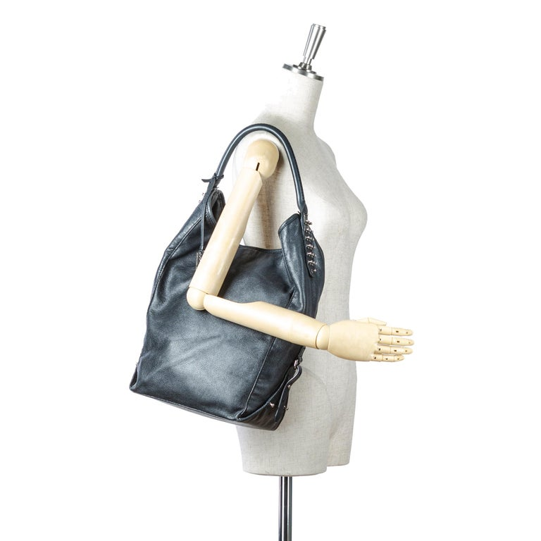 Vintage Authentic Alexander Mcqueen Gray Leather Studded Hobo Bag CHINA LARGE  For Sale 9
