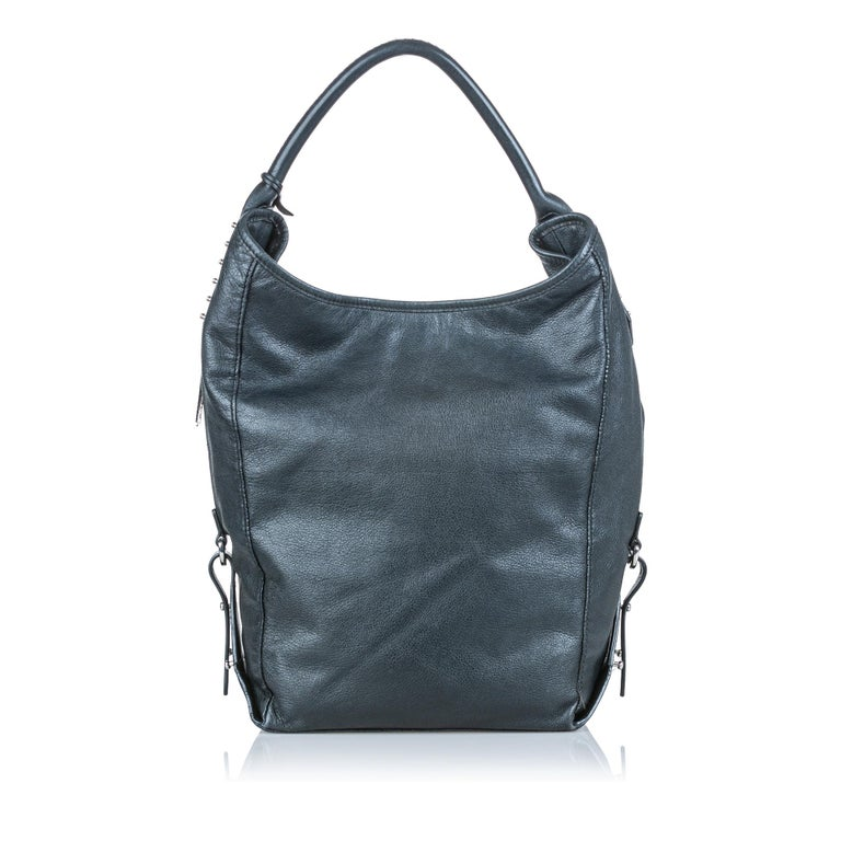Vintage Authentic Alexander Mcqueen Gray Leather Studded Hobo Bag CHINA LARGE  In Good Condition For Sale In Orlando, FL