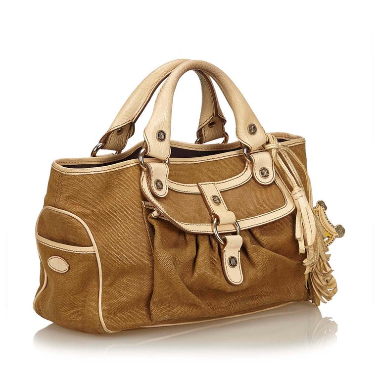 The Boogie features a jacquard body, exterior front flap pocket, , exterior front pocket with zip closure, side pockets, an open top, interior zip compartment, and interior slip pockets. It carries as B+ condition rating.  Inclusions:  This item