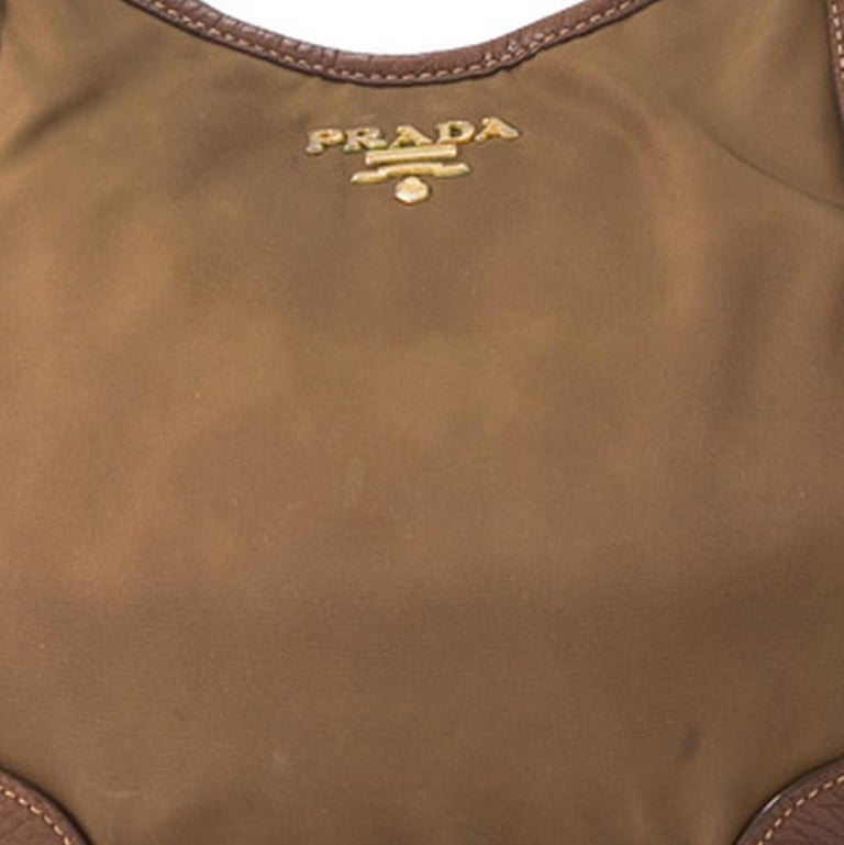 Vintage Authentic Prada Brown Nylon Fabric Shoulder Bag Italy MEDIUM  For Sale 2