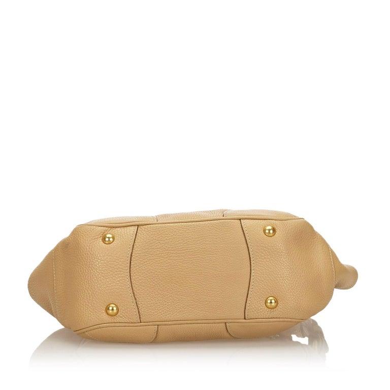 Vintage Authentic Prada Leather Vitello Daino Baguette w Dust Bag Key SMALL  In Good Condition For Sale In Orlando, FL