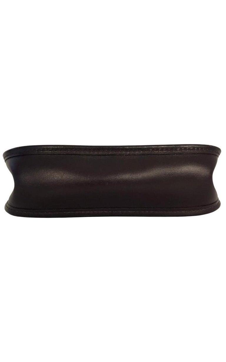 Vintage Bag  Hermès Evelyne TPM in Amarante colored leather For Sale 1