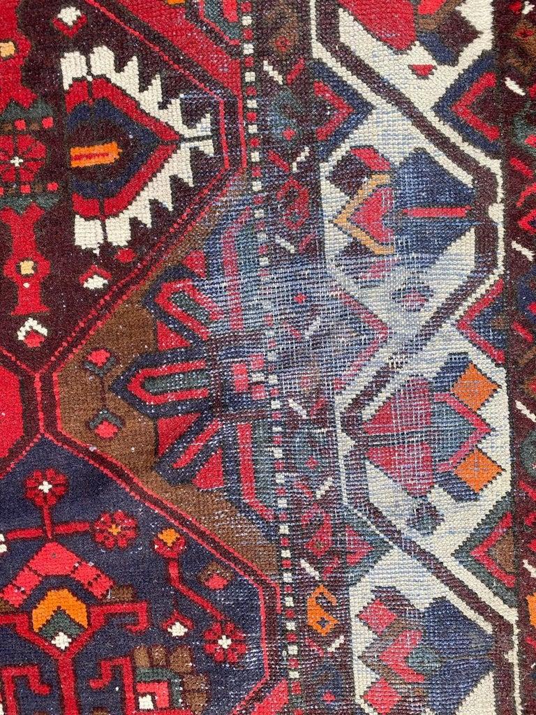 Vintage Bakhtiar Used Rug In Fair Condition For Sale In Saint Ouen, FR