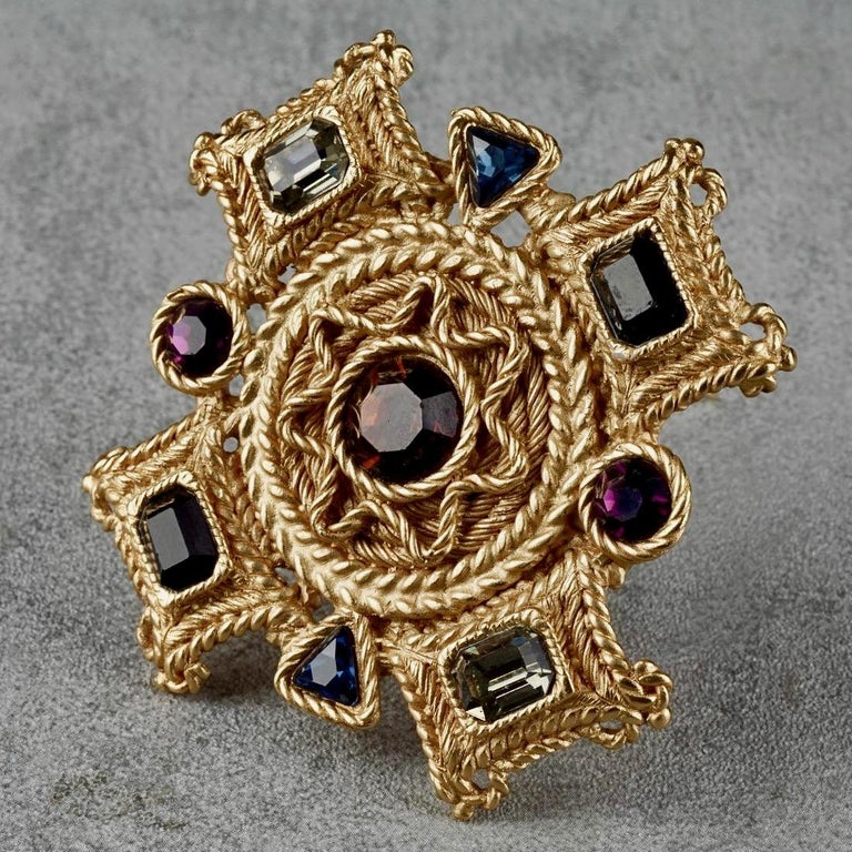 Vintage BALENCIAGA Byzantine Jewelled Cross Pendant Brooch In Excellent Condition For Sale In Kingersheim, Alsace