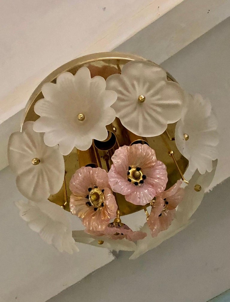 Beautiful Barovier & Toso ceiling light with four sockets and pink anemone flower in Murano glass handmade enhanced with gold, gilt frame. Delicate, fragile and feminine this scones lightening will bring a romantic touch to any room in your