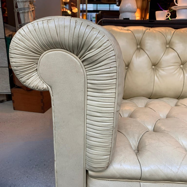 Vintage Beige Leather Chesterfield Sofa For Sale 4