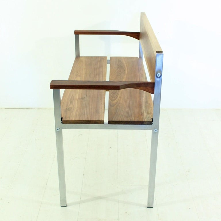 Vintage Bench in Chrome and Walnut In Excellent Condition For Sale In Freiburg, DE
