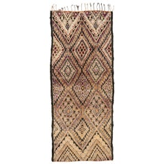 Vintage Beni M'Guild Moroccan Gallery Rug with Mid-Century Modern Style