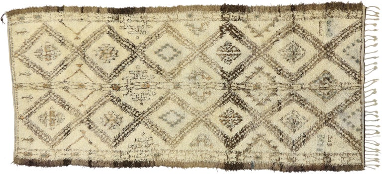 Vintage Beni M'Guild Moroccan Rug with Cozy Hygge Style, Berber Moroccan Rug In Good Condition For Sale In Dallas, TX